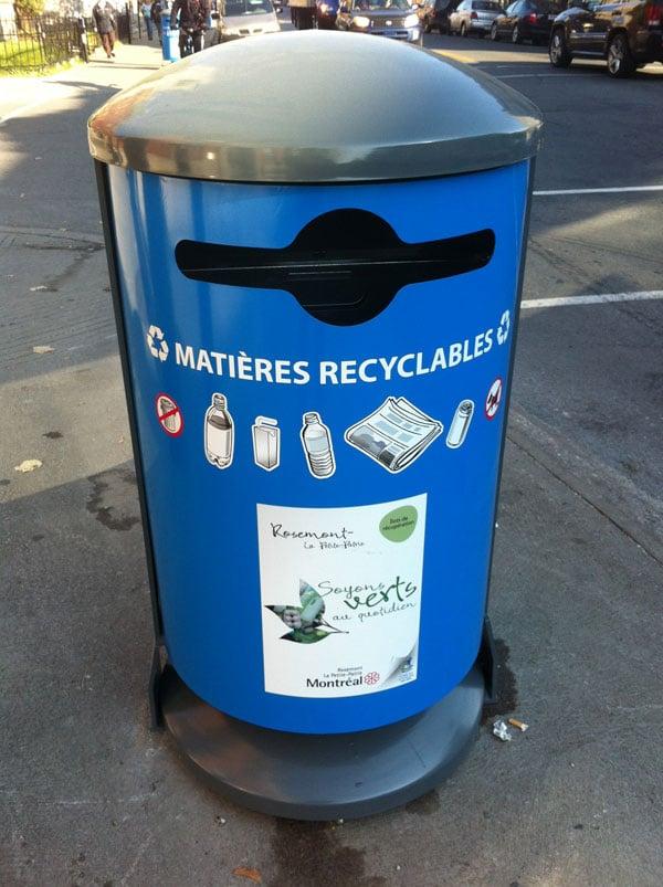 Arrivée des poubelles pour les matières recyclables à Rosemont.