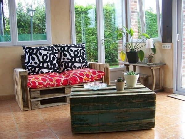 Un canap base de palettes recycl es l 39 emballage cologique - Canape jardin palette ...