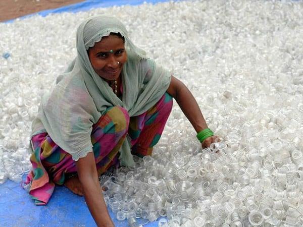 Le travail des recycleurs de déchets de Delhi menacé