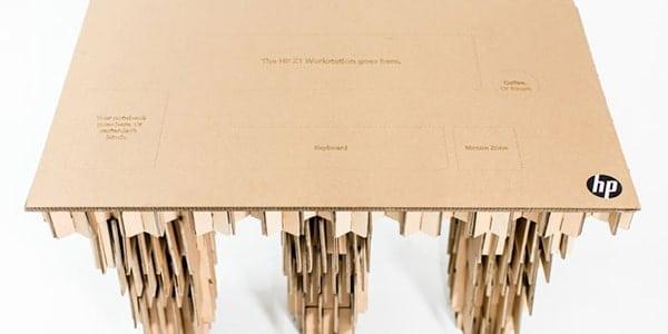 un carton d 39 emballage transform en espace de travail. Black Bedroom Furniture Sets. Home Design Ideas