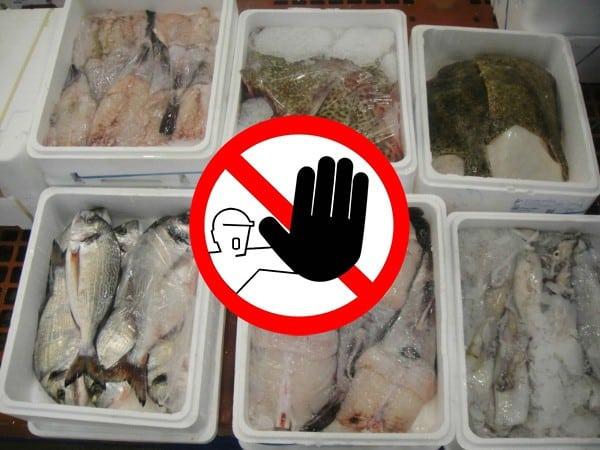 Des bacs réutilisables pour le poisson plutôt que des bacs en polystyrène