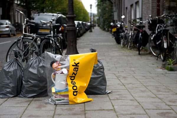 «Goedzak», le sac qui favorise le réemploi entre voisins