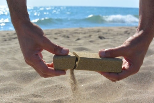 « Sand made », l'emballage de sable…